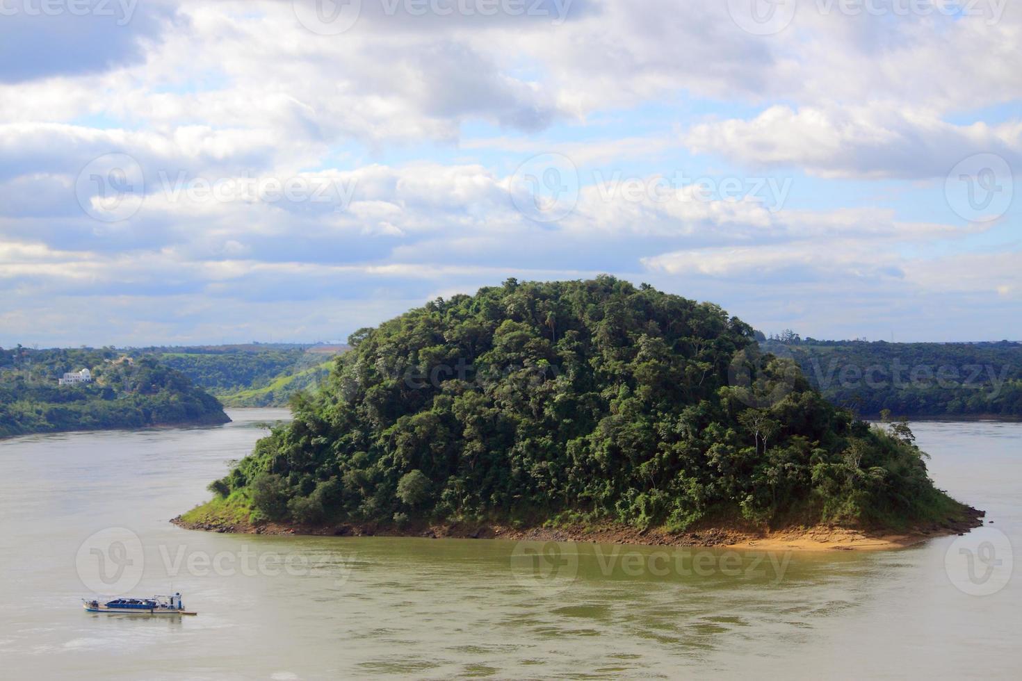isola di acaray al confine tra brasile e paraguay foto