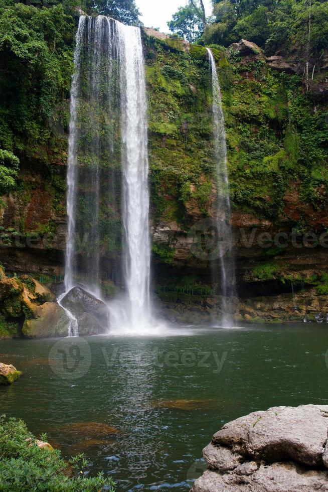cascata misol-ha vicino a palenque, chiapas, messico foto
