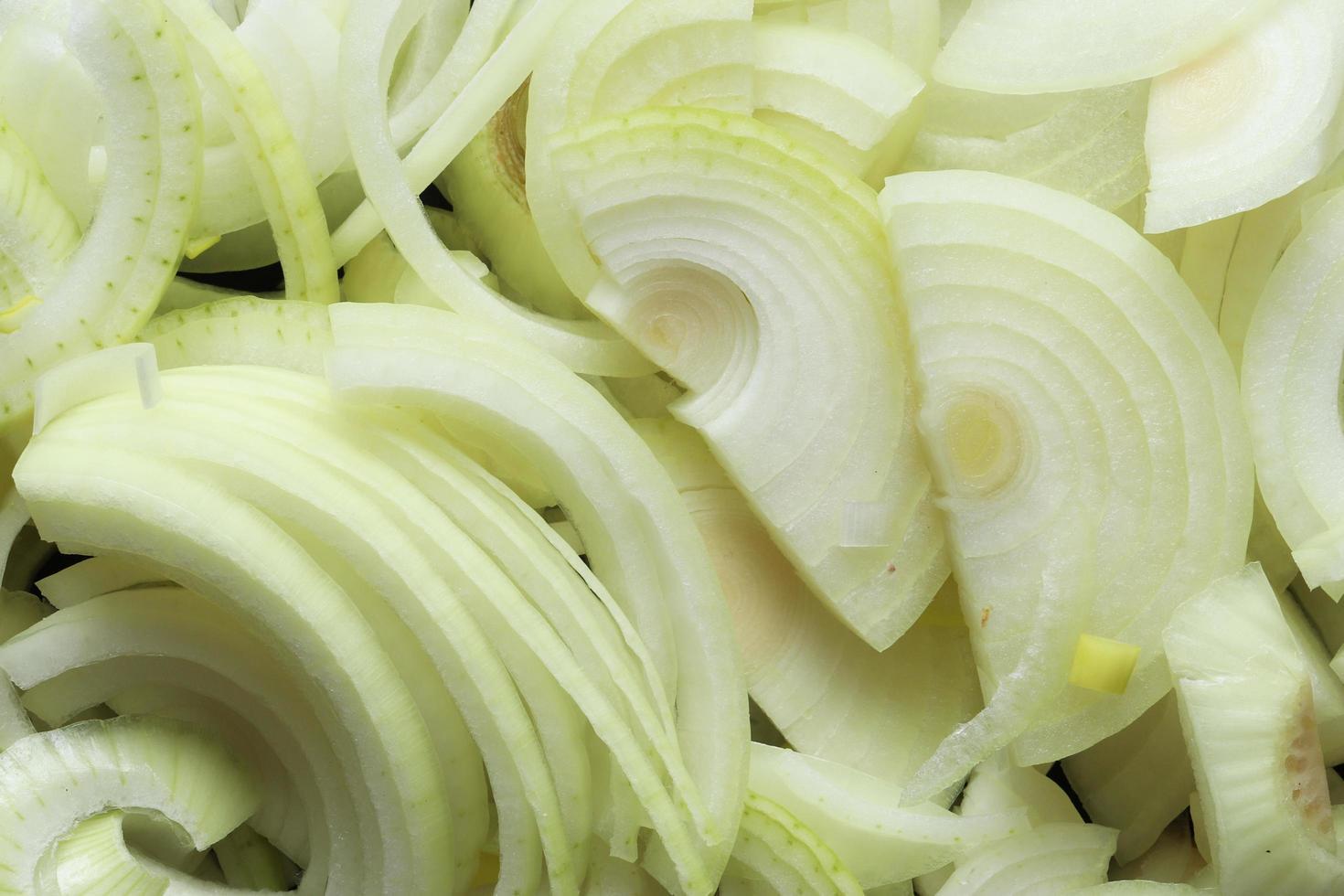 Close up di cipolle affettate foto