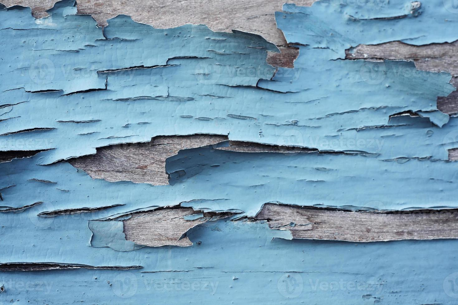 peeling dipinto sullo sfondo di legno foto