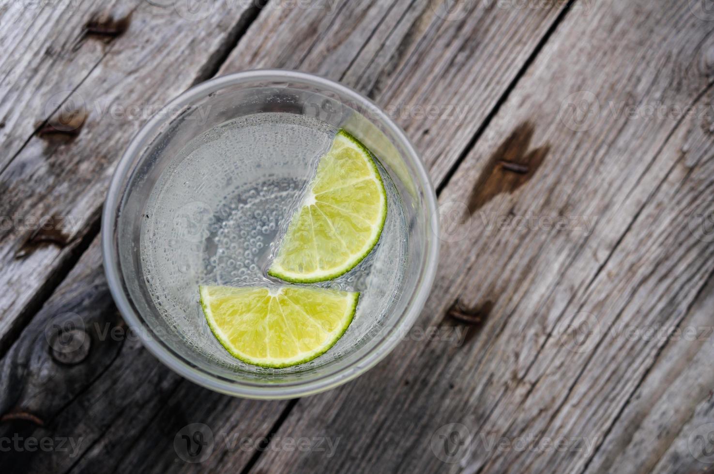 acqua con calce foto