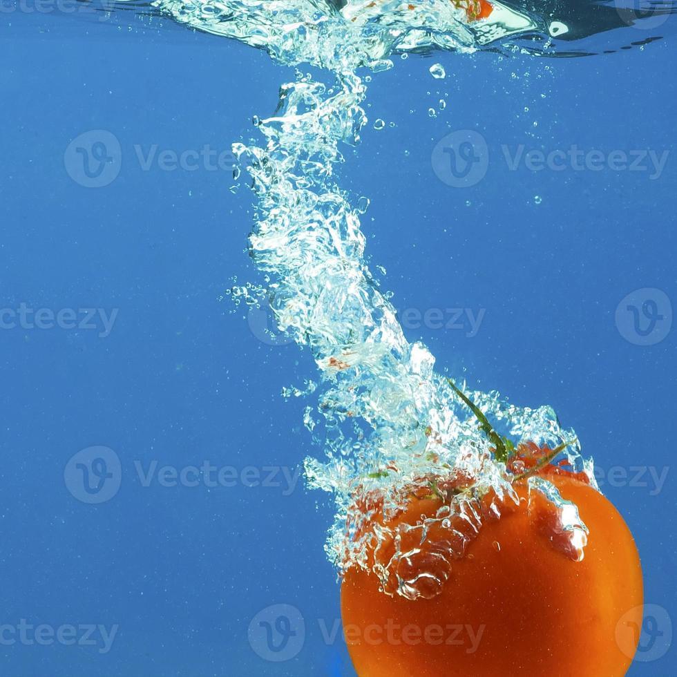 verdure in acqua foto