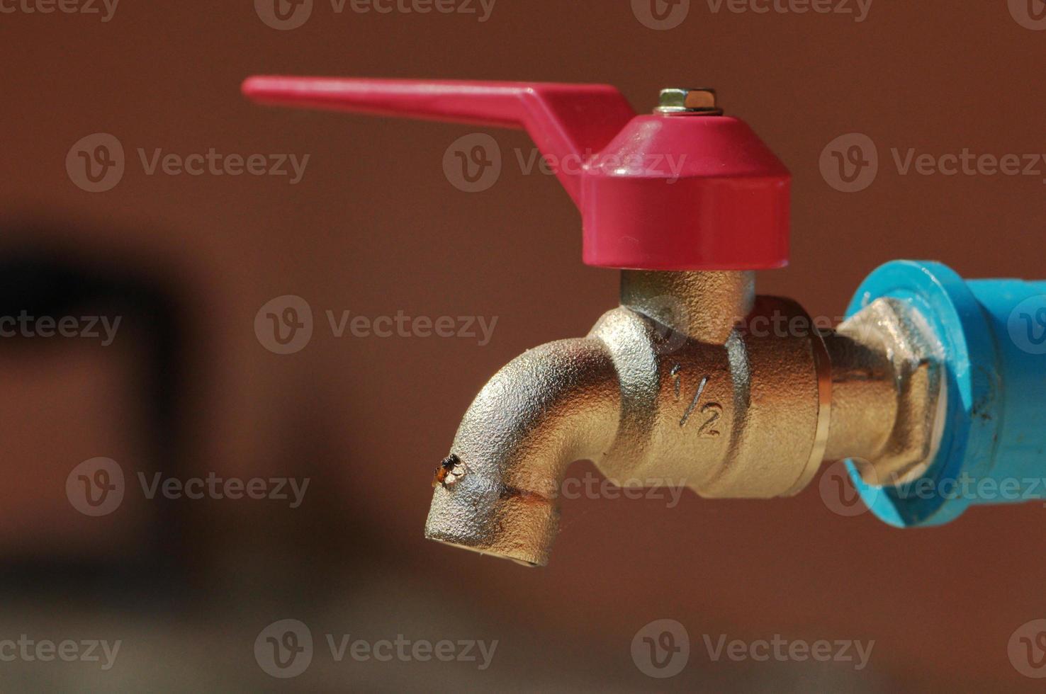 rubinetto dell'acqua chiuso foto