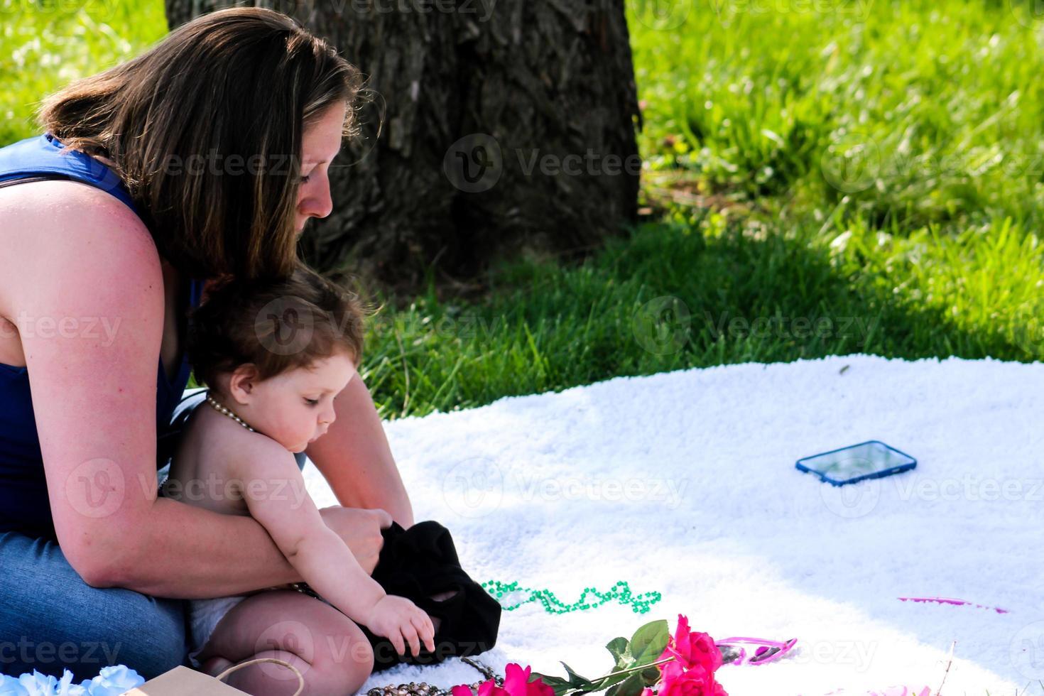 madre e figlia in un giorno di primavera foto