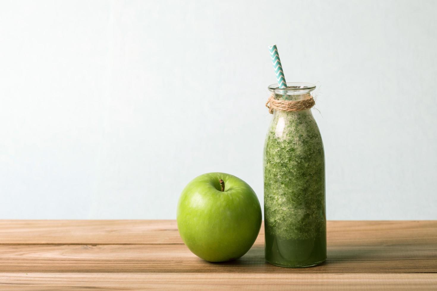 frullato verde fresco sano j foto