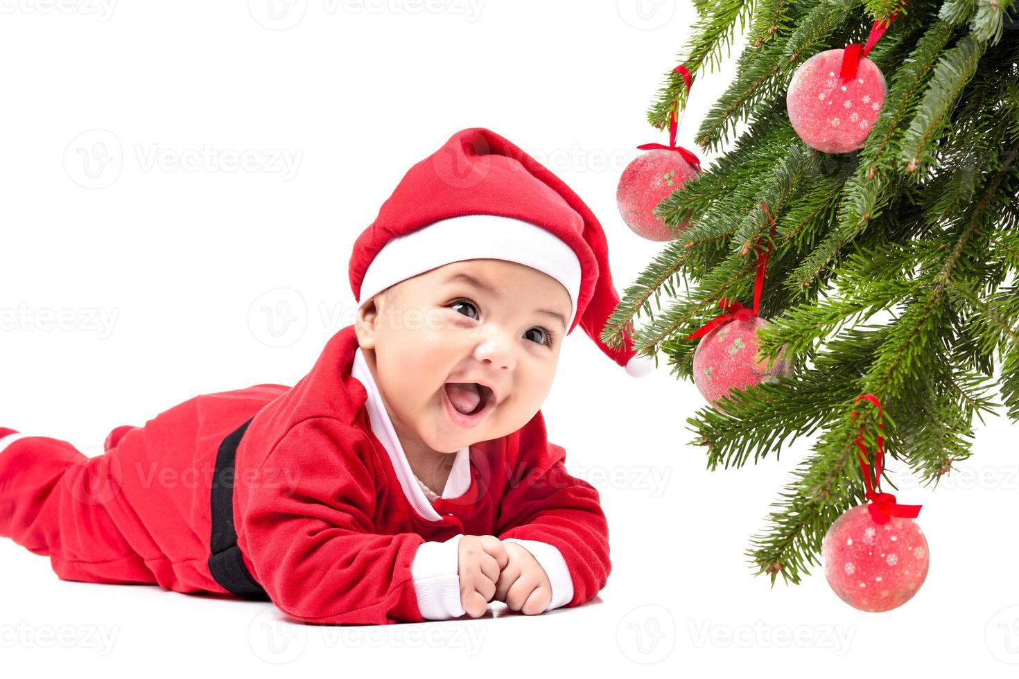 piccola bambina in abiti natalizi rossi. foto