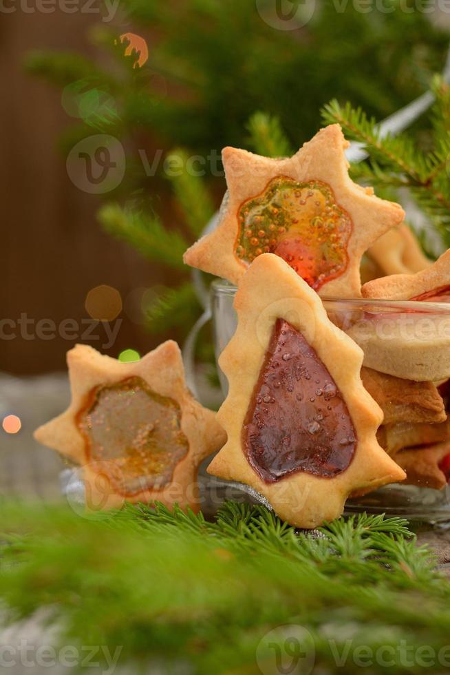 biscotti di Natale con finestre al caramello foto