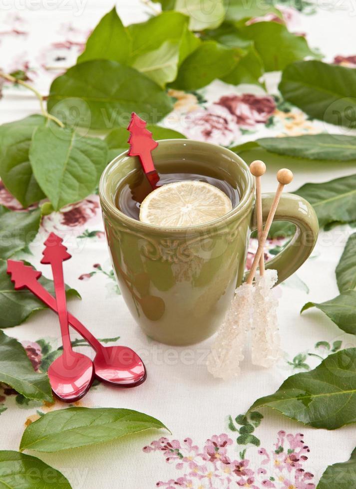 tè in una tazza verde foto