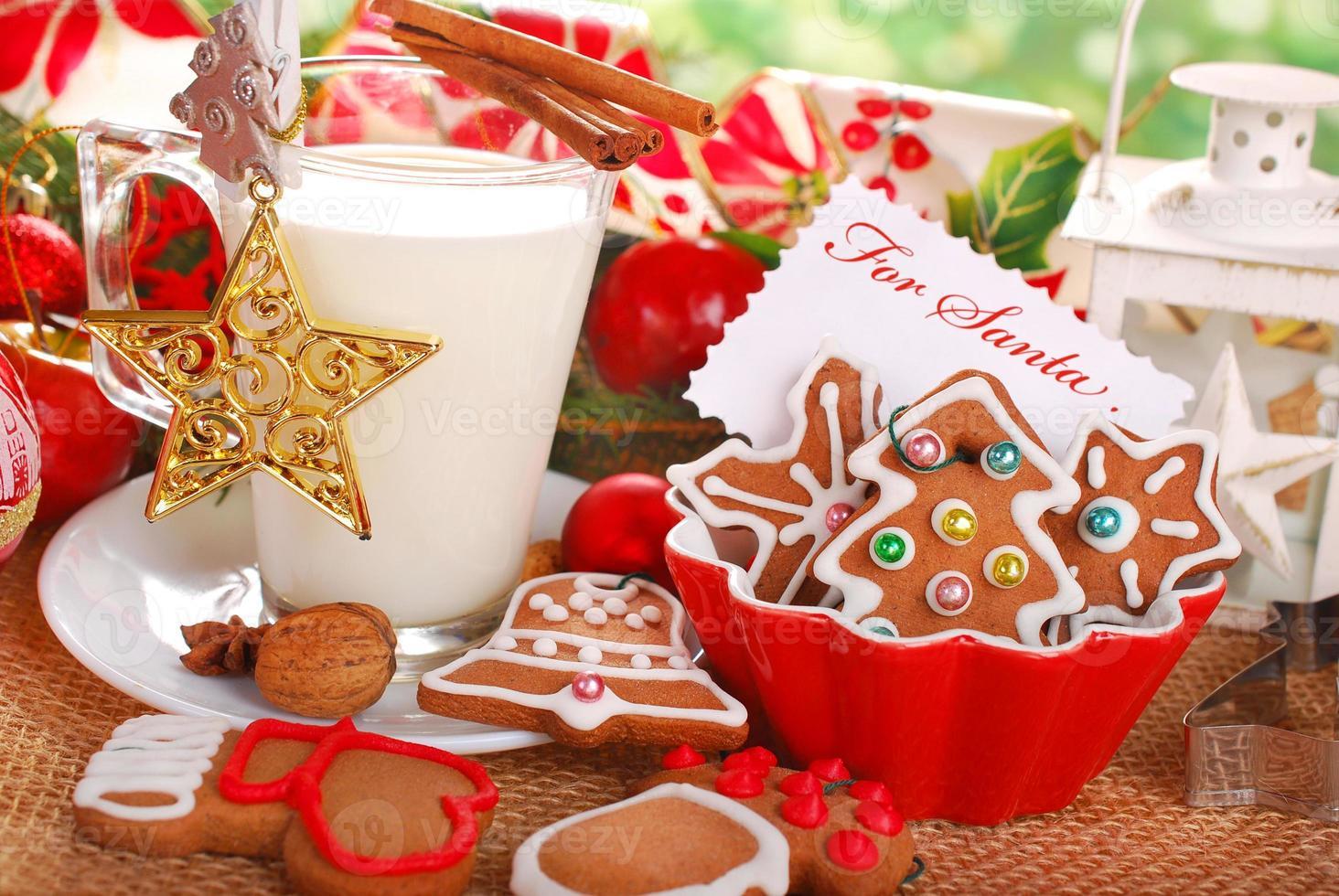 latte e biscotti per Babbo Natale foto