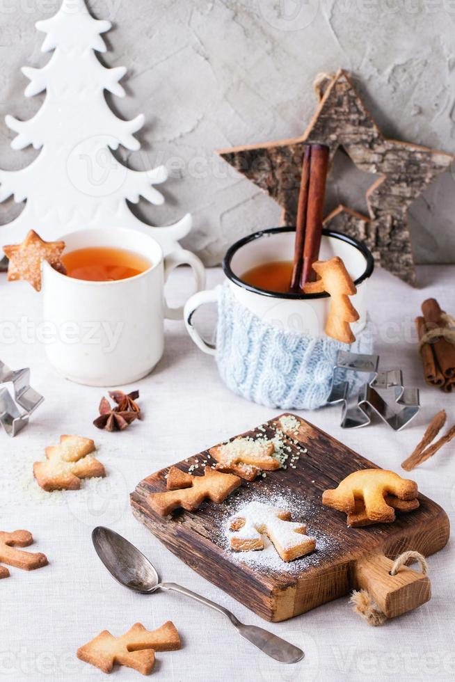 biscotti di pasta frolla natalizia per tazze foto