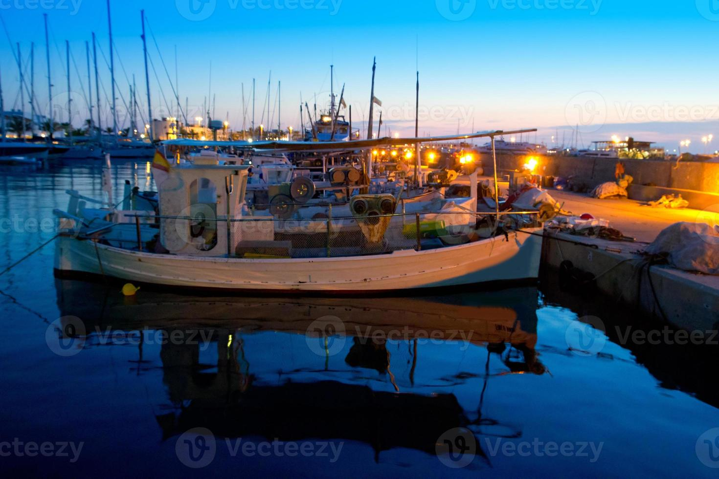 tramonto tradizionale pescherecci a formentera foto
