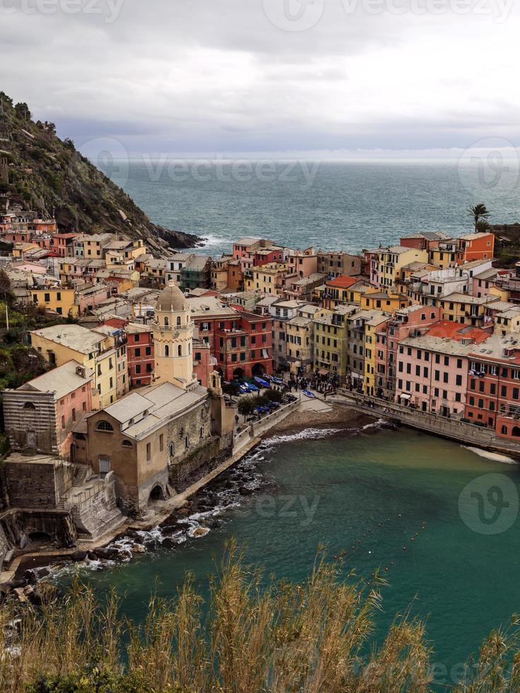 cinque terre: comune di vernazza in italia foto
