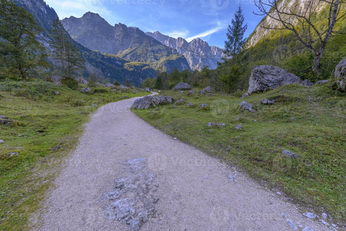 road to obersee, parco nazionale di berchtesgaden foto