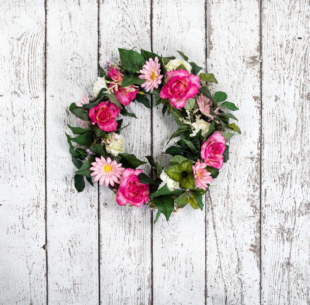 ghirlanda di fiori su sfondo bianco vintage foto
