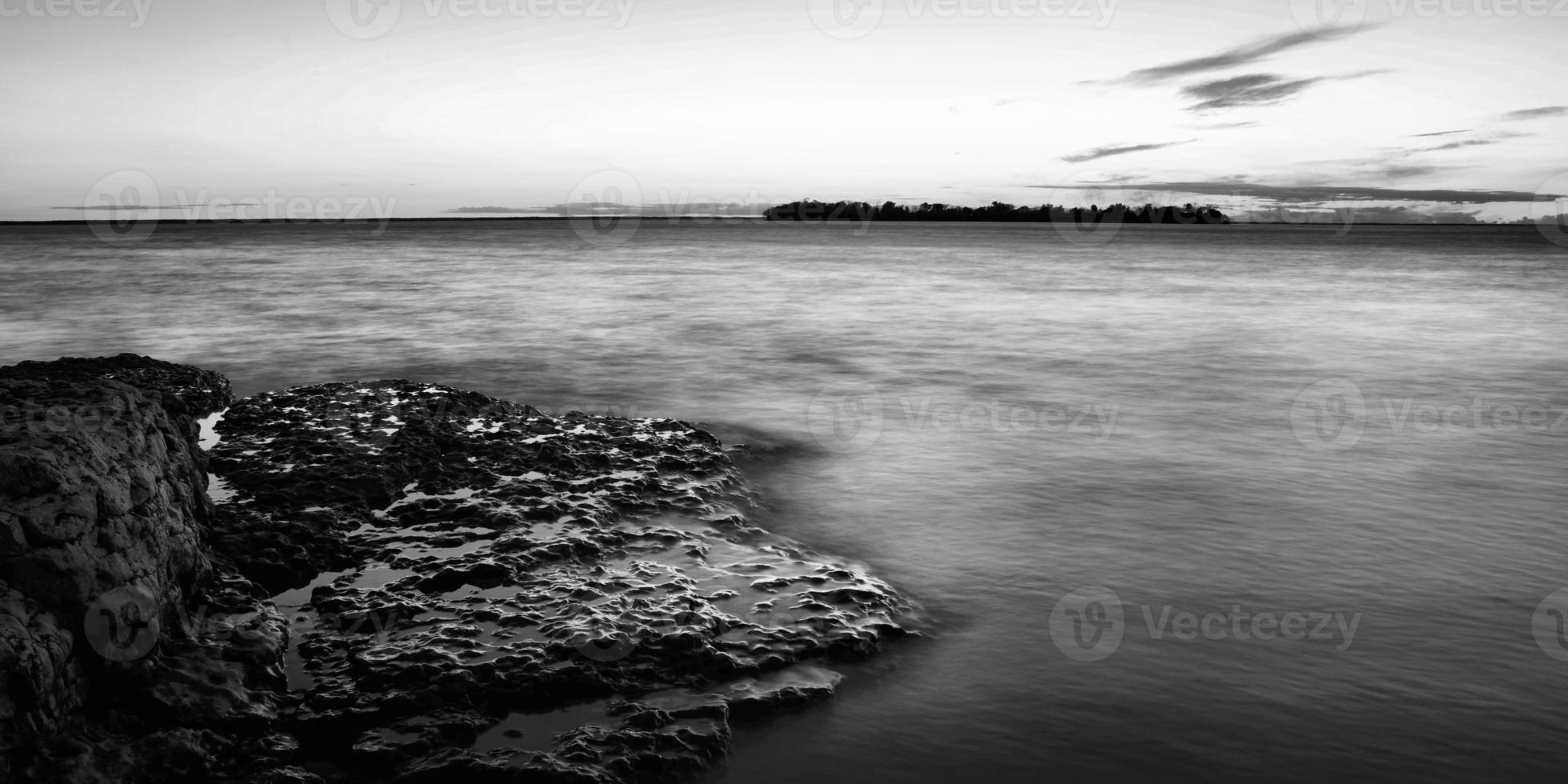 litorale roccioso foto