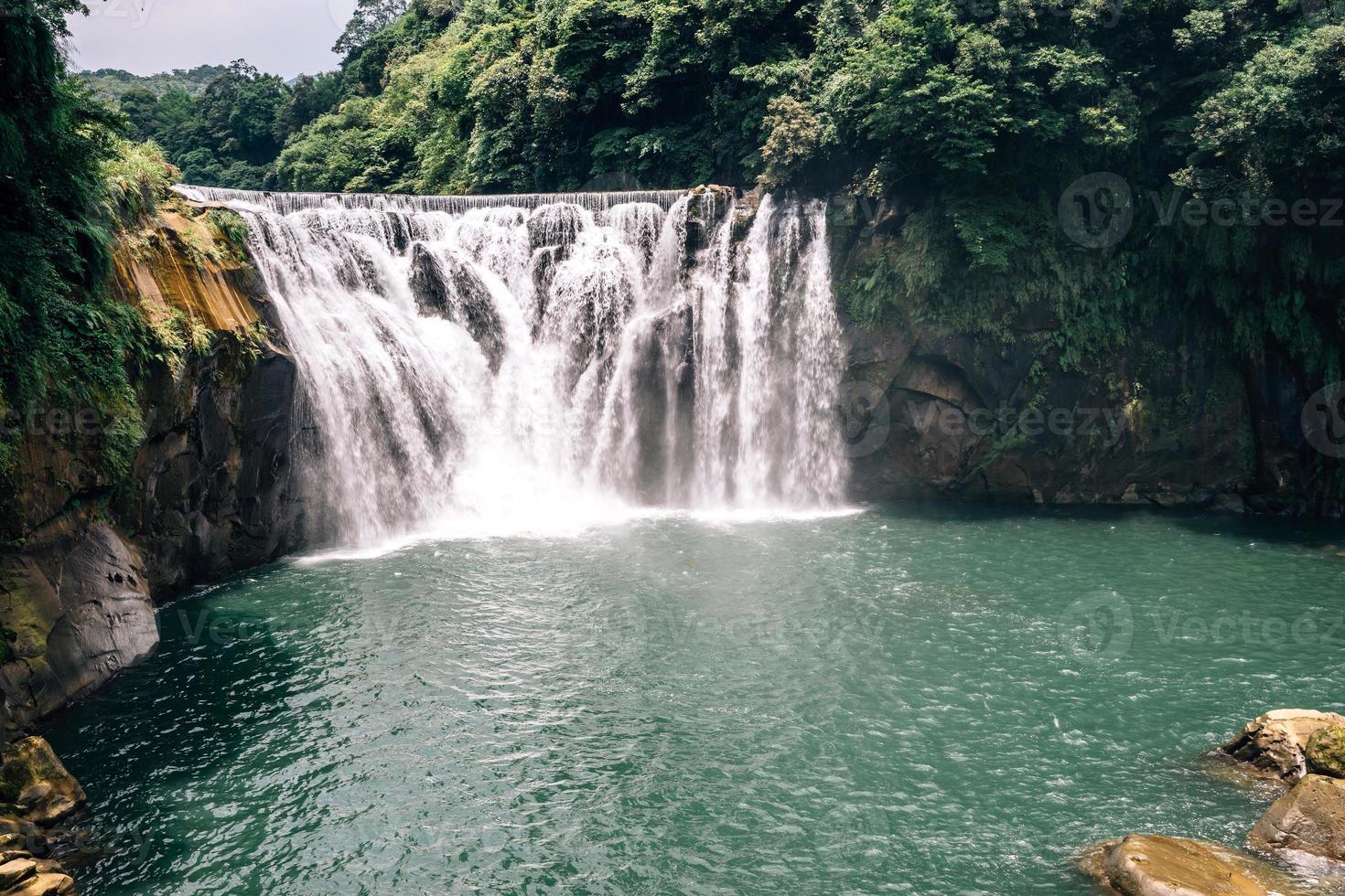 cascata shifen, nuova taipei, taiwan foto