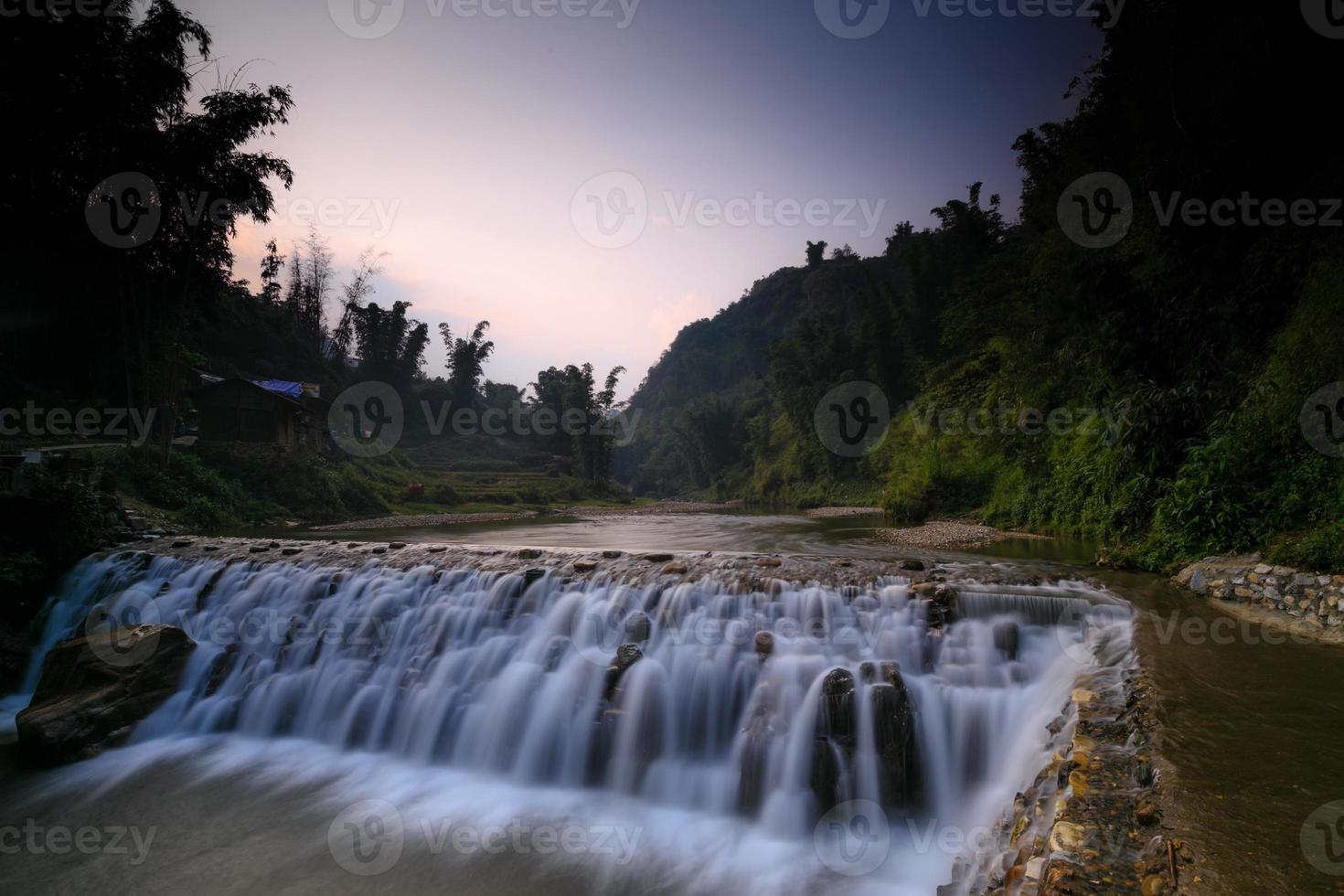 cascata nella foresta pluviale foto