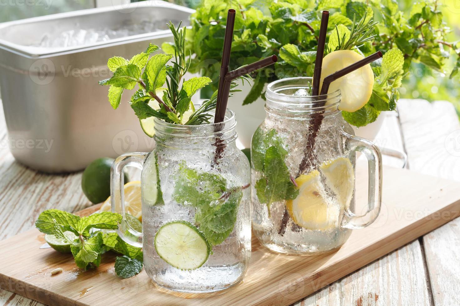 lime limone soda menta rosmarino bevanda fresca estate foto