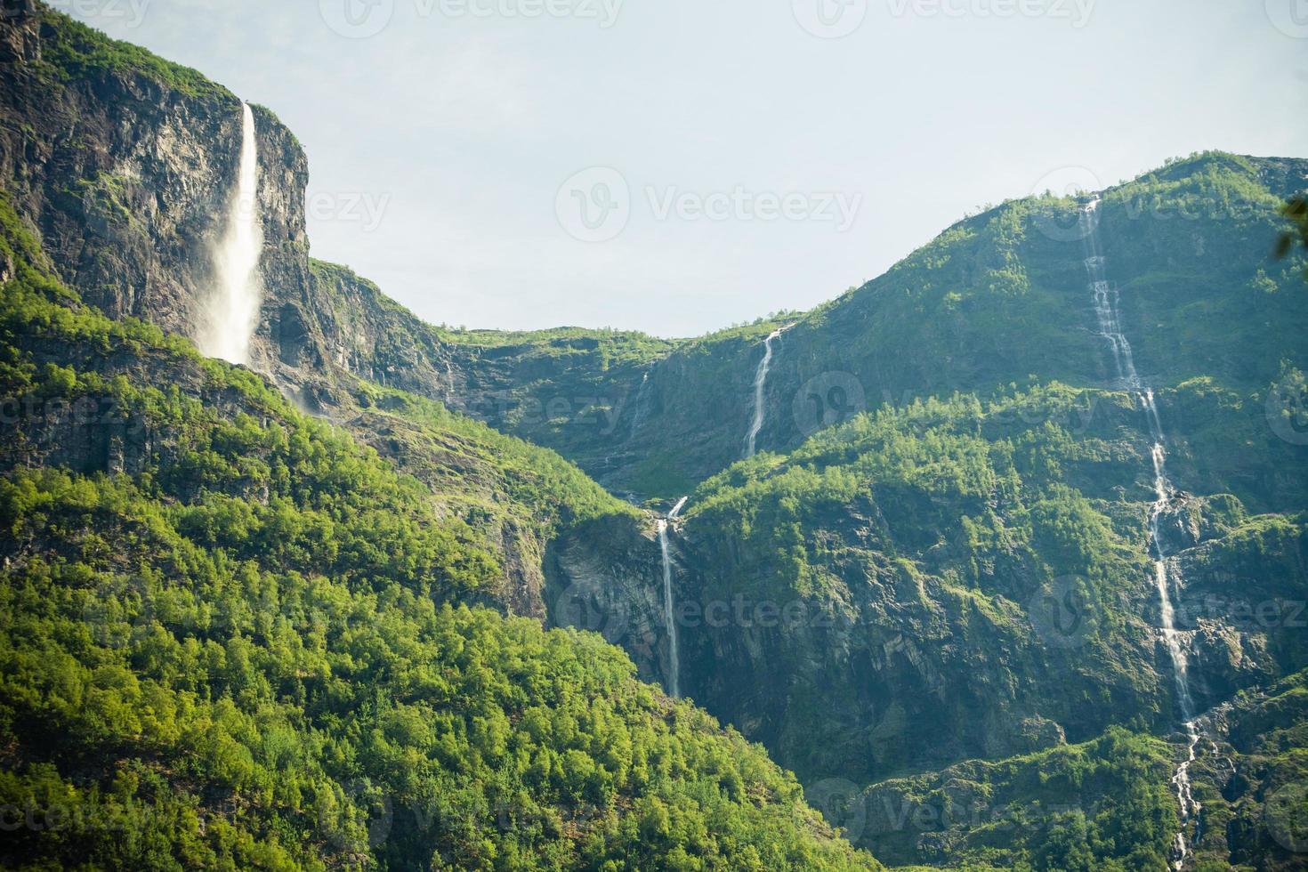bellissime cascate nei fiordi della norvegia foto