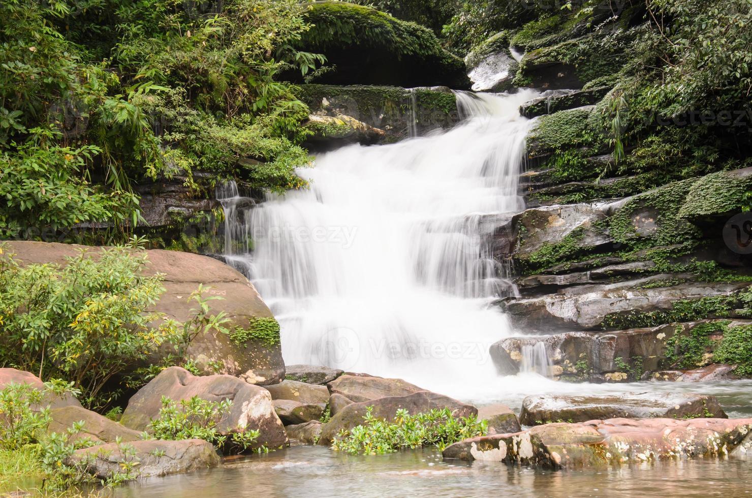 cascata a nakhon phanom thailandia foto