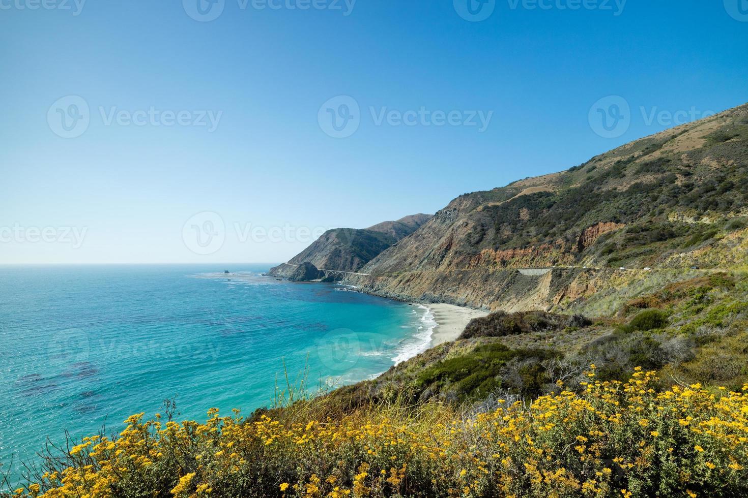 Pacific Coast Highway Route 1 vista panoramica estiva, California foto