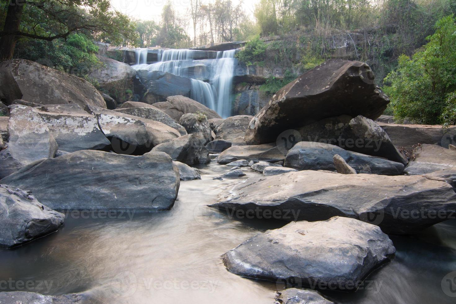 cascata in na haeo, loei, thailandia foto