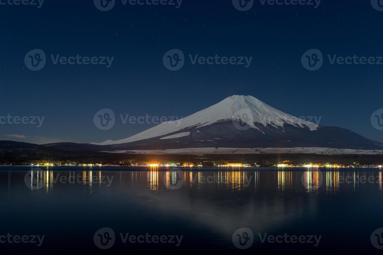 bellissimo mt. fuji da un lago yamanakako foto