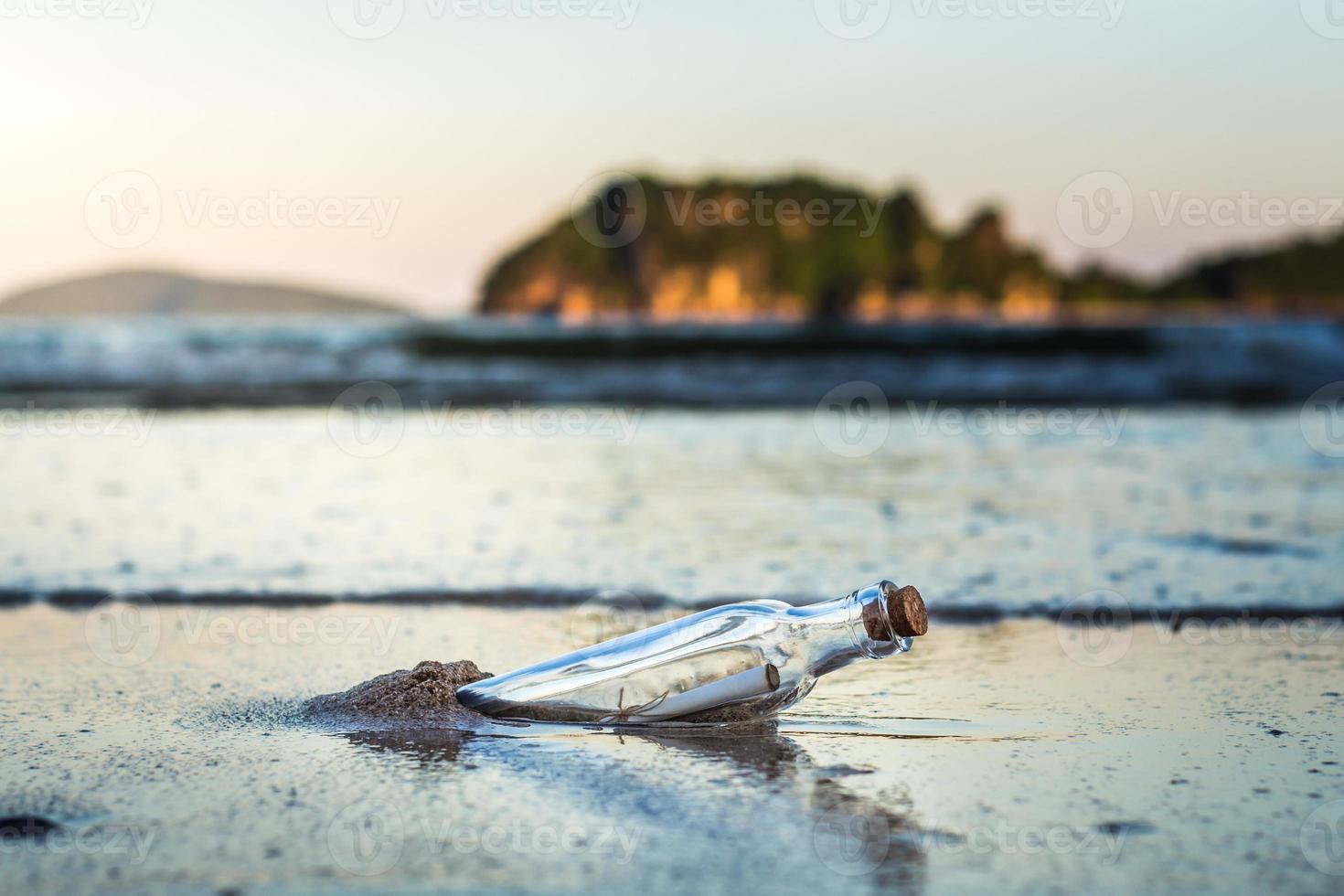 messaggio in una bottiglia foto