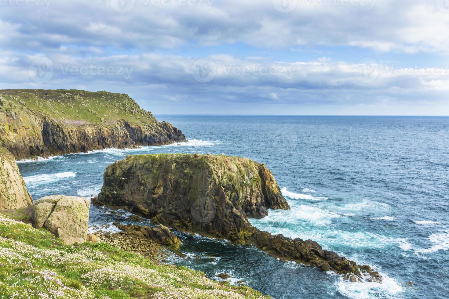 le terre finiscono sulla costa della Cornovaglia foto
