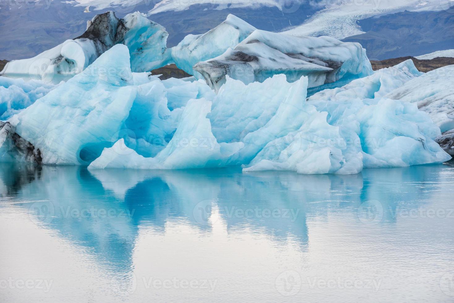 vista dettagliata di un iceberg nella laguna di ghiaccio - jokulsarlon, islanda. foto