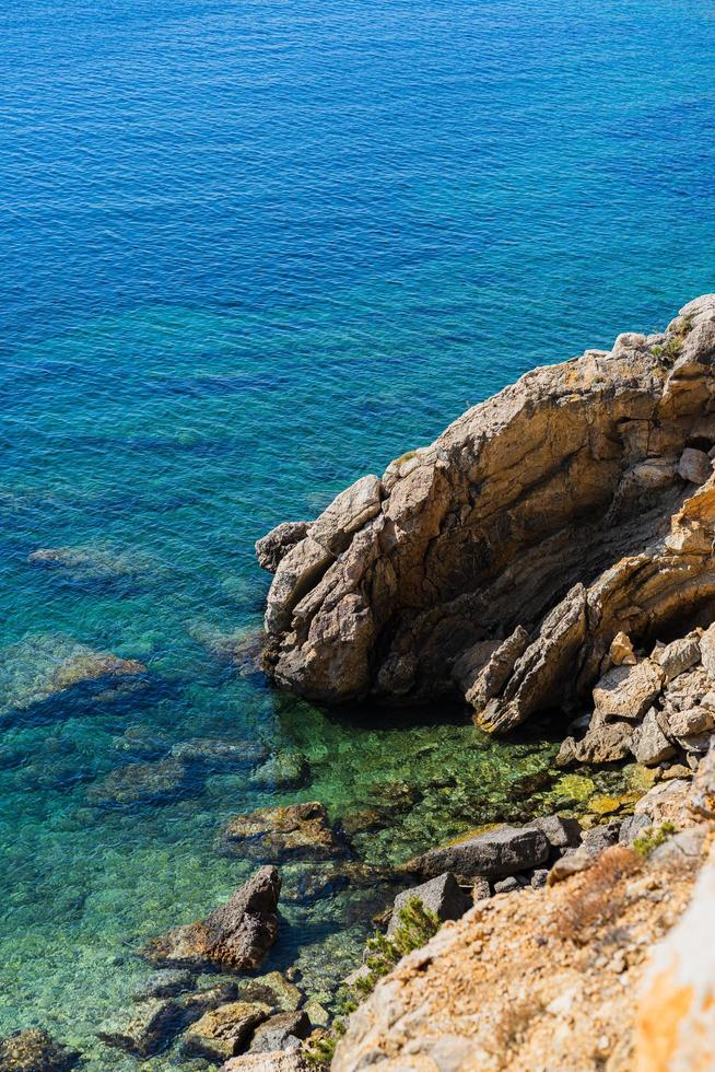 costa rocciosa costiera foto