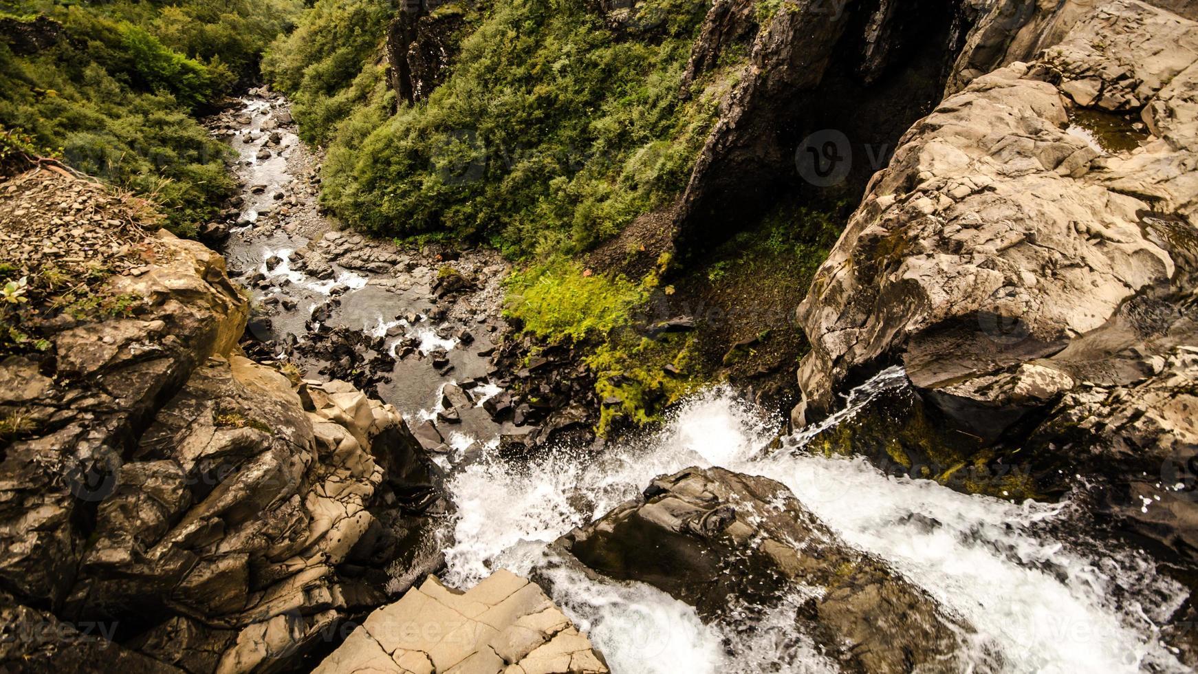 cascata di svartifoss - islanda foto
