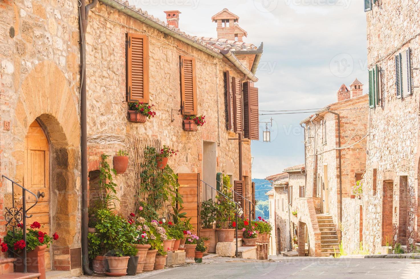 il centro storico medievale in toscana, italia foto
