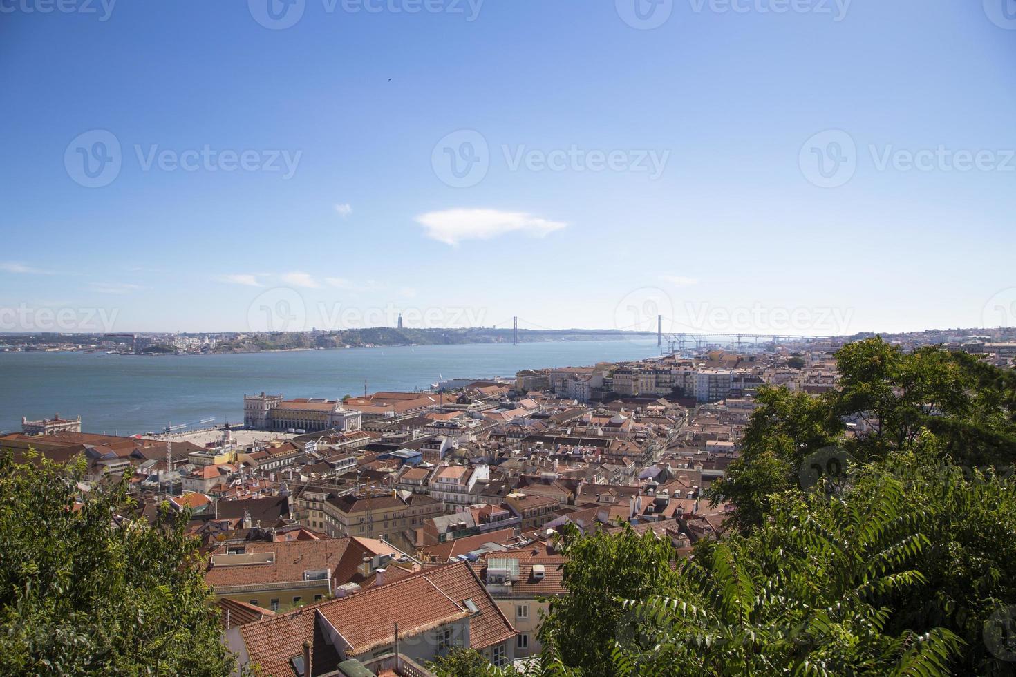 panorama della città storica di lisbona, portogallo foto