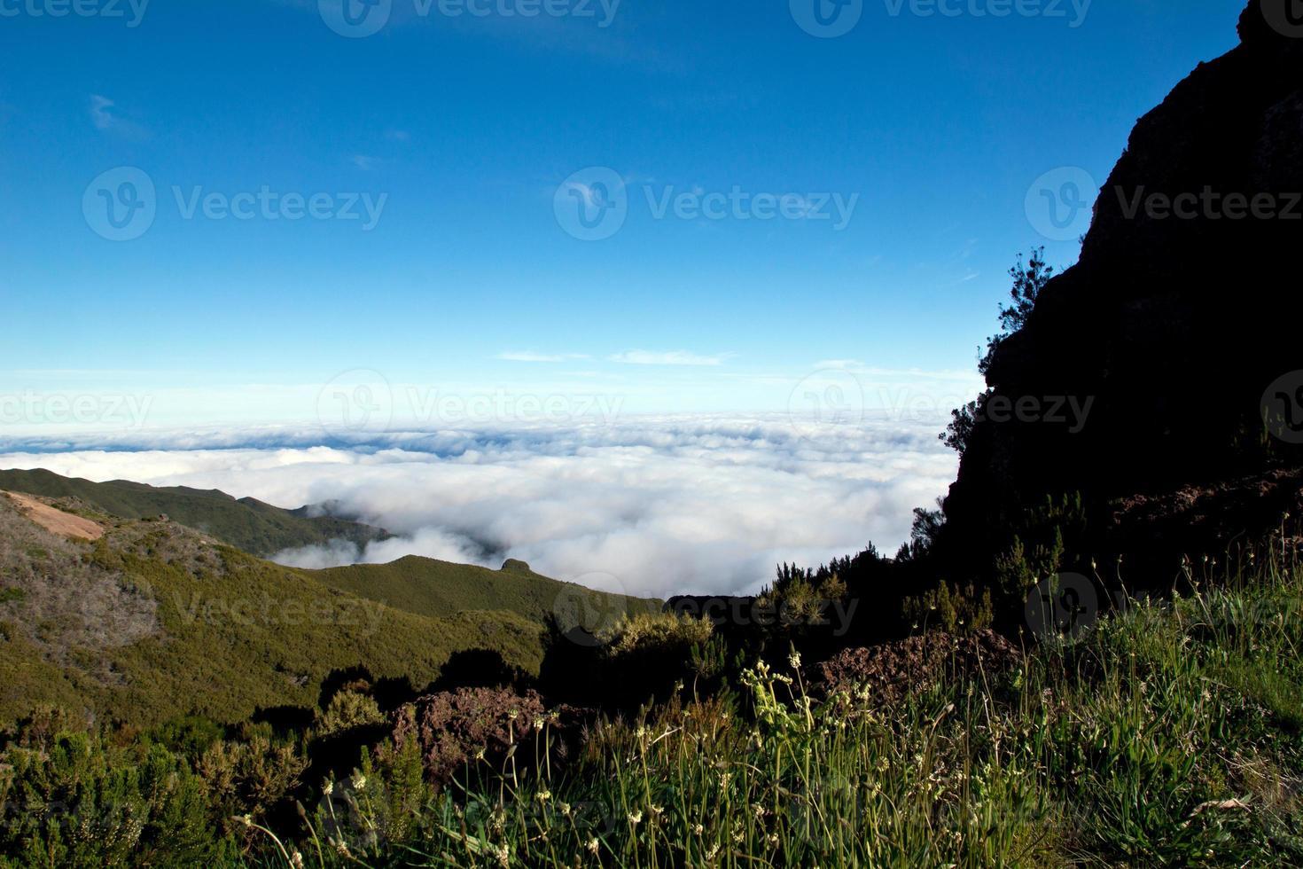camminare sopra le nuvole, madeira foto