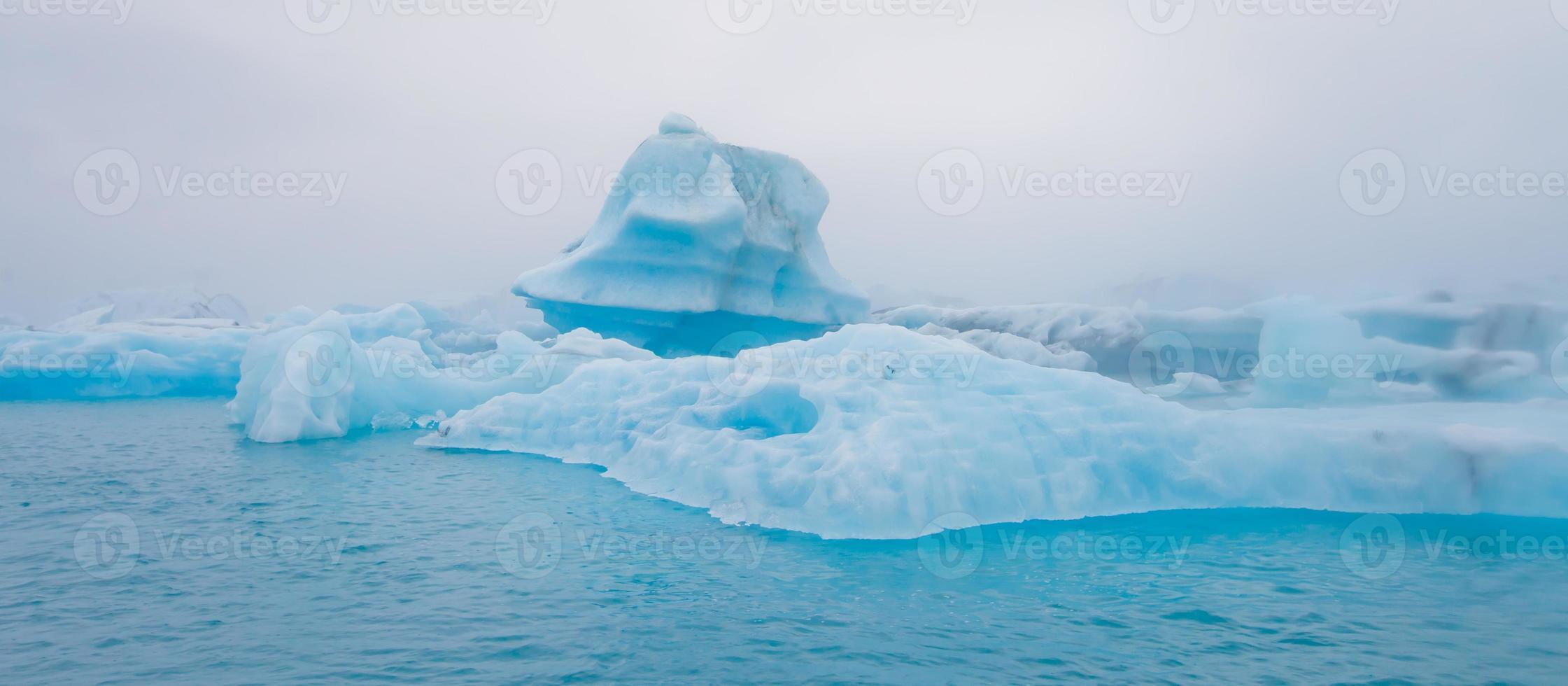 bella immagine vibrante del ghiacciaio islandese e della laguna glaciale con foto