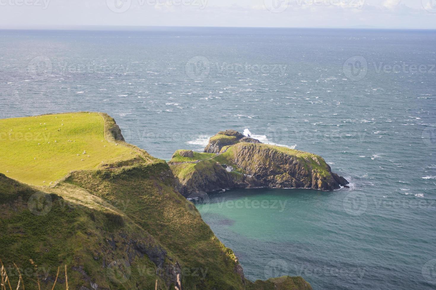 vista sul mare al carrick a rede in irlanda del nord foto