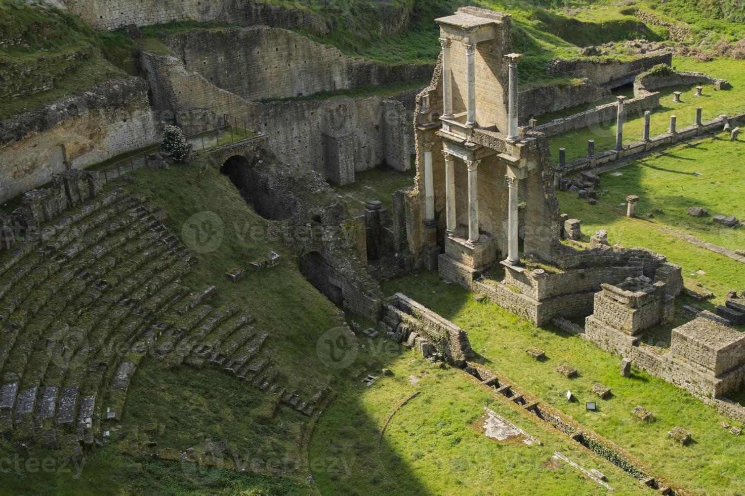 toscana, teatro romano di volterra foto