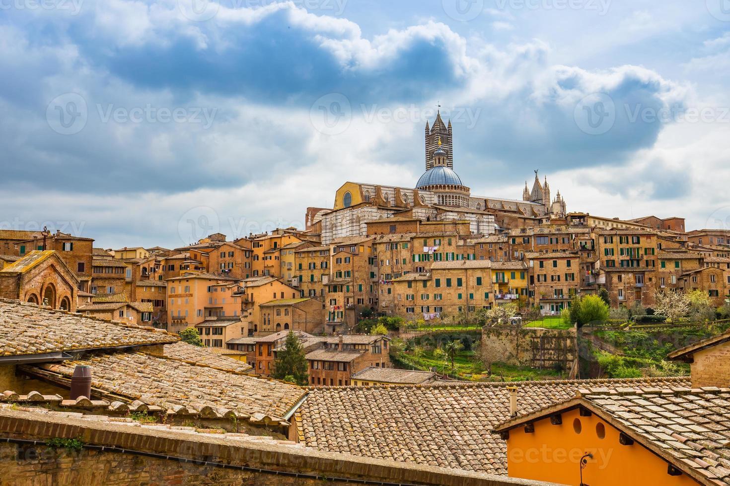 il paesaggio urbano di siena nel sud della toscana, italia foto