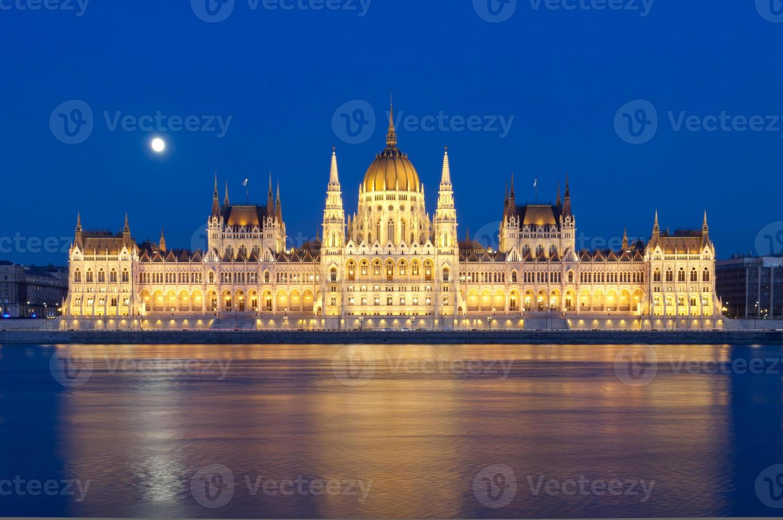 Danubio e parlamento ungherese foto