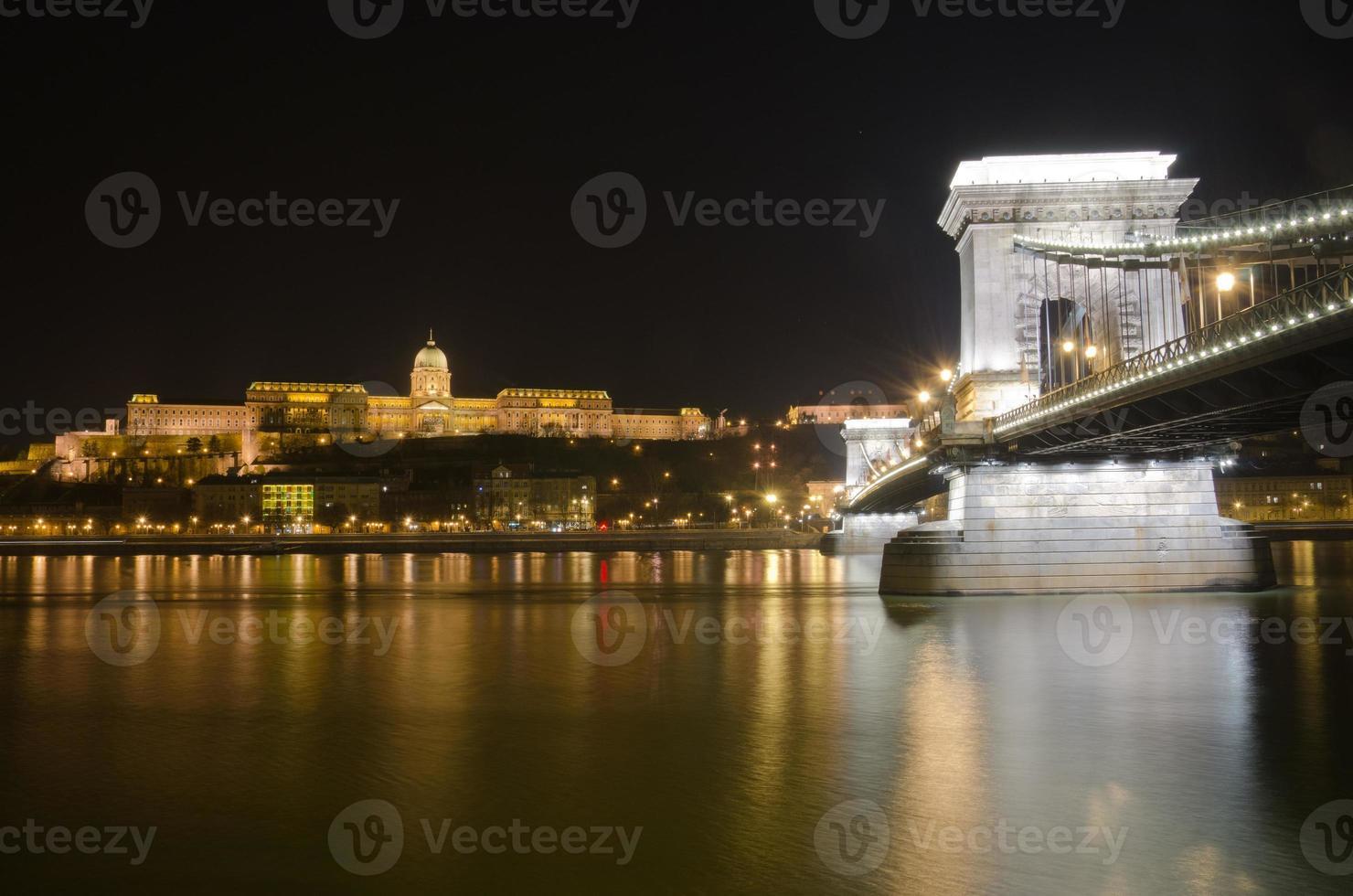 castello di budapest e ponte delle catene, ungheria foto