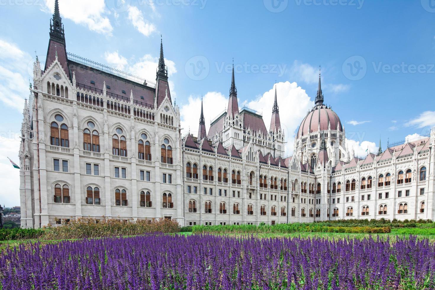 budapest, vista del parlamento foto