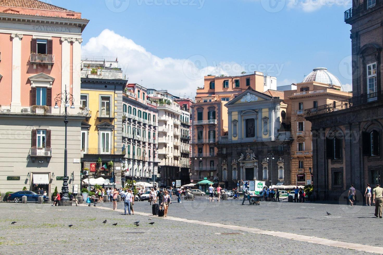 strada nel centro storico di napoli foto