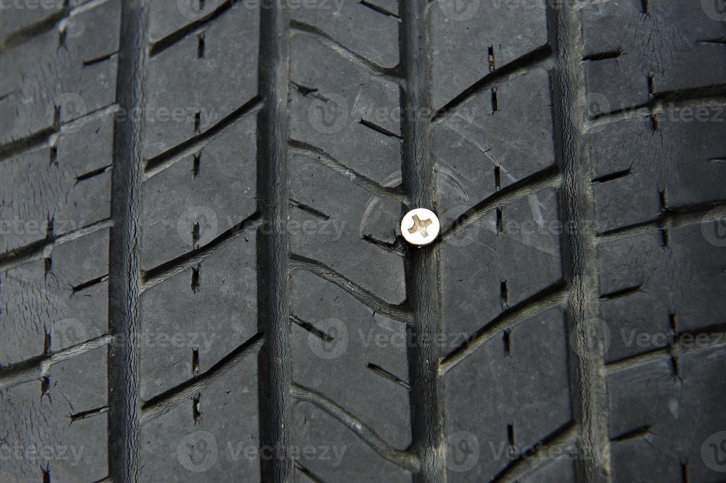 avvitare il pneumatico. foto