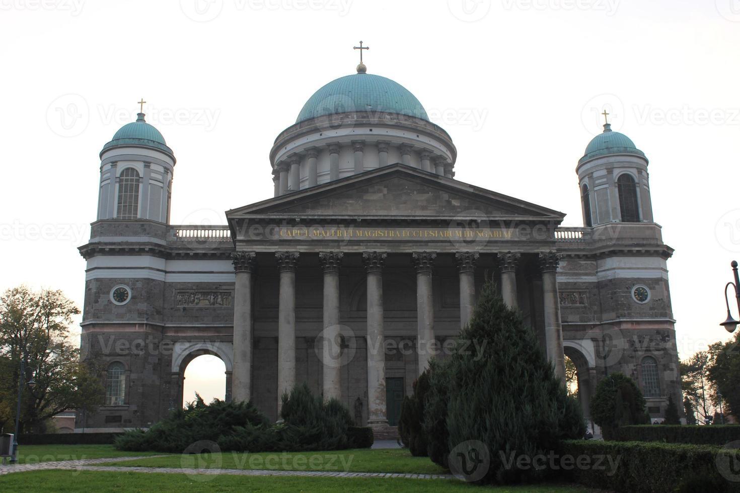 Basilica di Esztergom. la chiesa più grande dell'ungheria foto