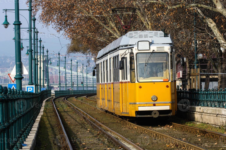 tram giallo foto