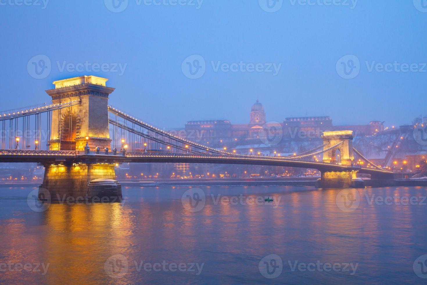 monumenti di budapest di notte, ungheria foto