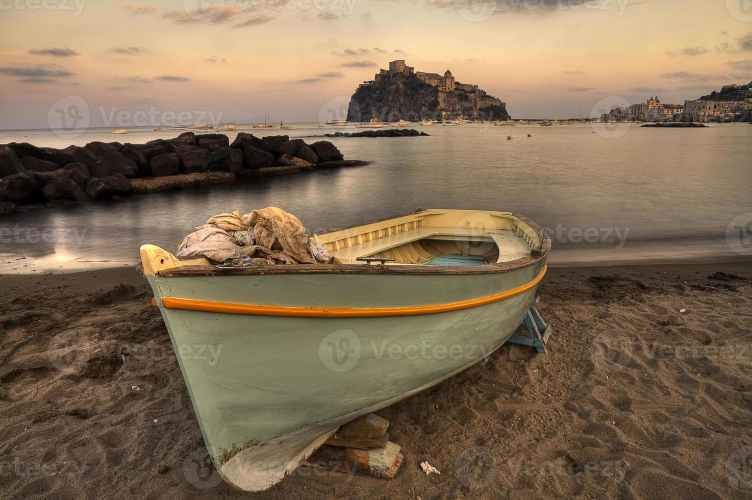 aragonese casle (ischia island) view beach old prison at sunset foto