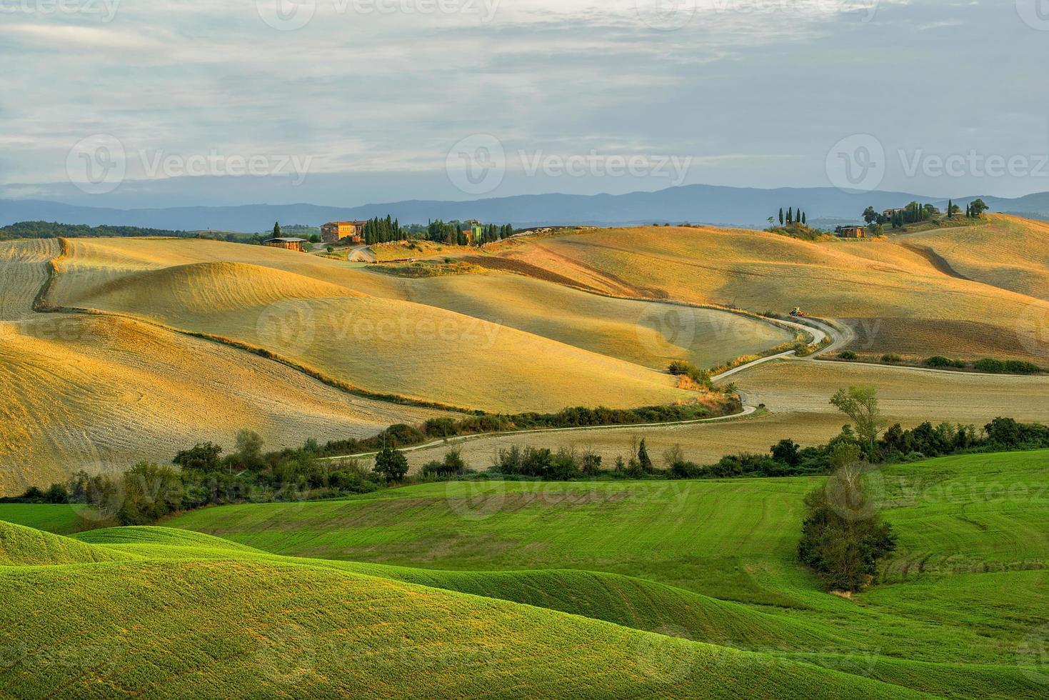 toscana - panorama del paesaggio, colline e prati, toscana - italia foto