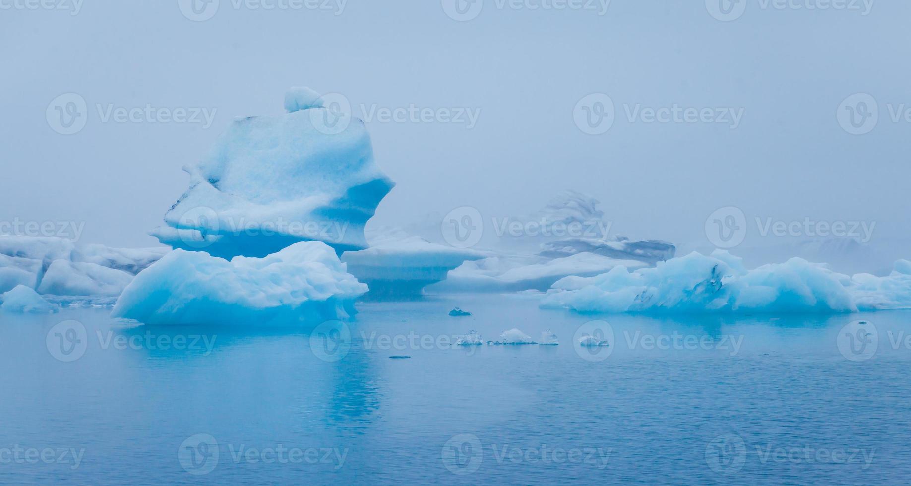 bella immagine vibrante del ghiacciaio islandese e della laguna glaciale foto